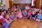 Przedszkolaki uświetniają urodziny Mieszkańcom!